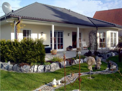 Haustypen bungalow 124 for Haus mit veranda